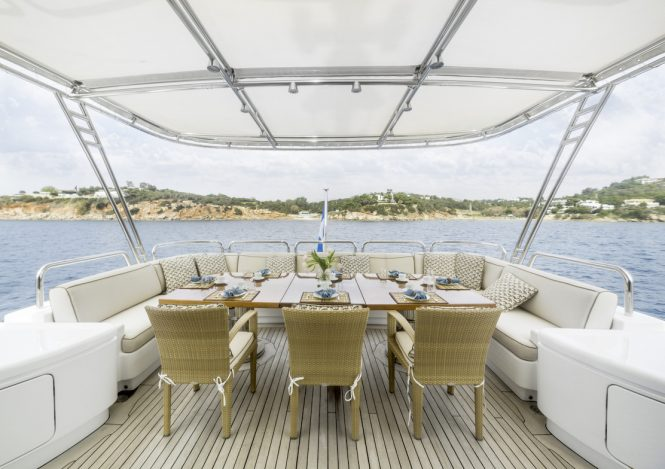 Fabulous alfresco dining option on the aft deck