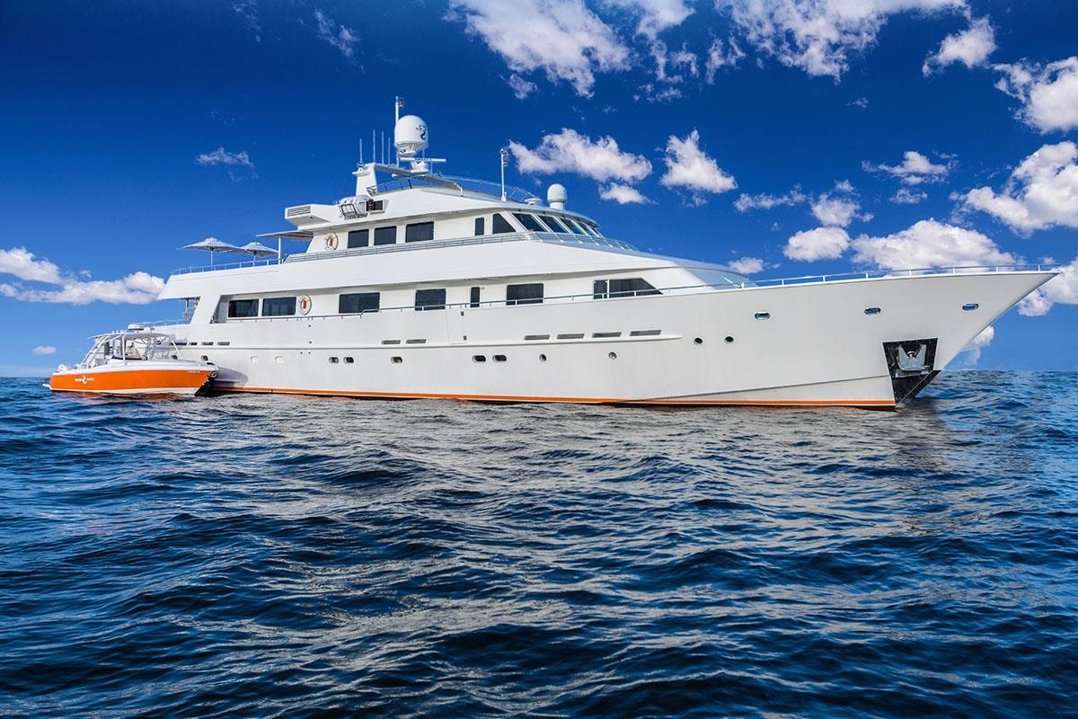 LIONSHARE motor yacht with tender