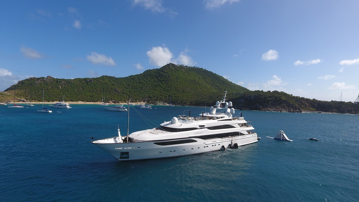 Motor yacht LIONESS V