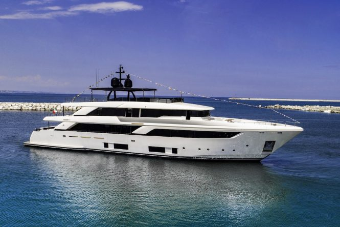 NAVETTA 42 motor yacht by Ferretti launched