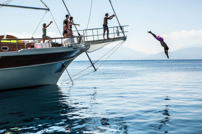 Relaxed and fun charter vacations with ERATO