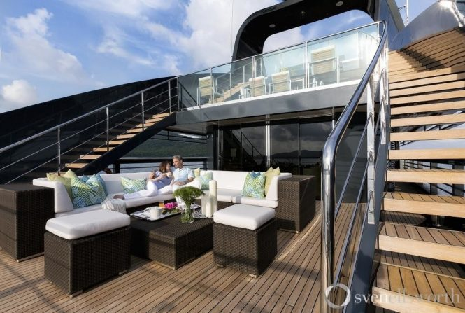 Relaxing charter vacations aboard superyacht