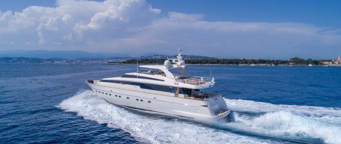 SUD motor yacht cruising