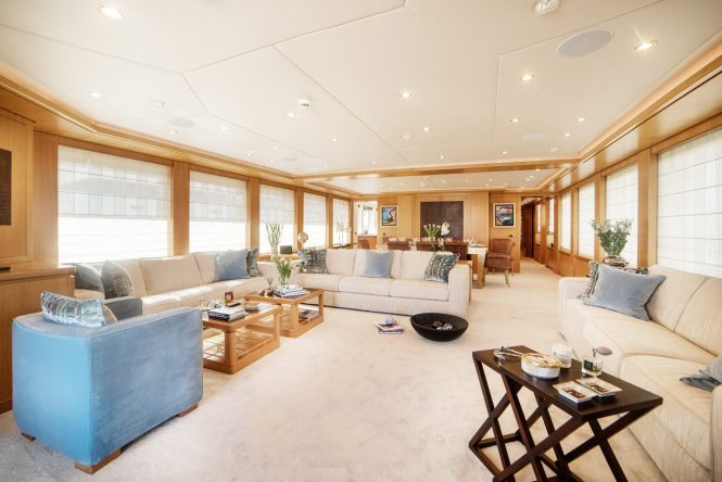Spacious main saloon to relax