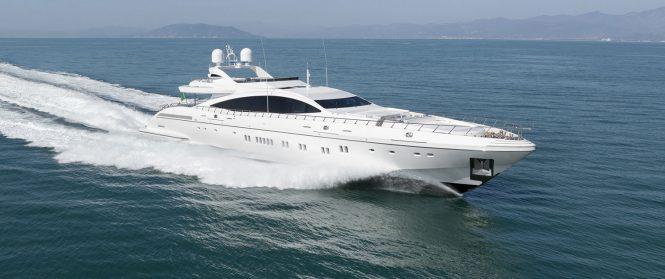Sporty fast motor yacht DA VINCI