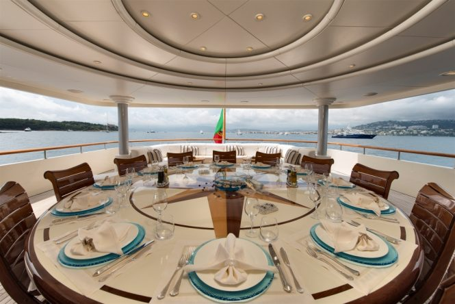 Alfresco dining option aboard