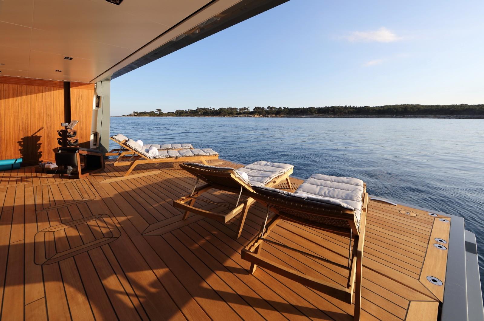 Expedition yacht PLANET NINE - sunbathing