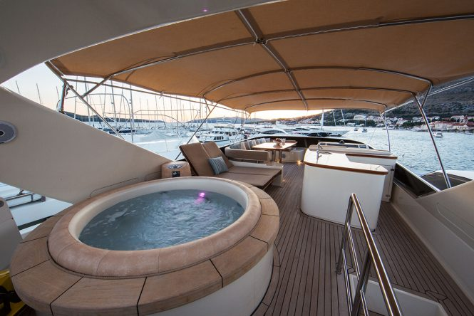 Fabulous Jacuzzi tub on board for the ultimate relaxation