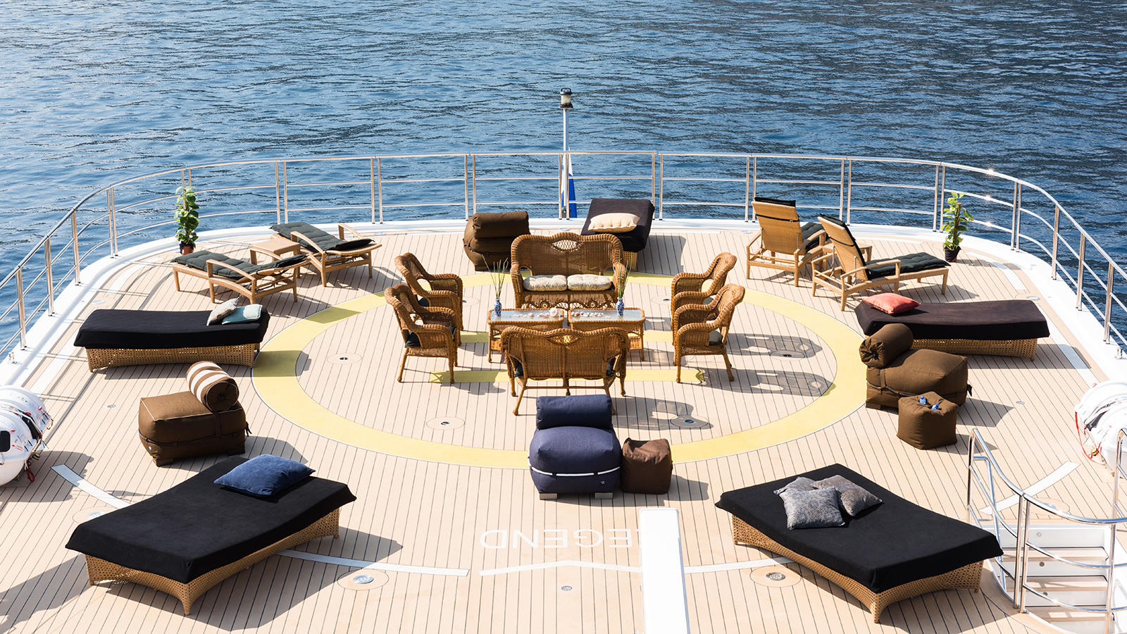 Helideck convertible into lounging and sunbathing area - Photo Jeff Brown