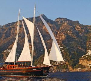 Yacht Charter in Sicily: 29m sailing gulet MYRA offering last minute special