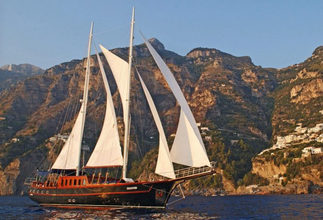 Luxury gulet MYRA available for charter in Italy
