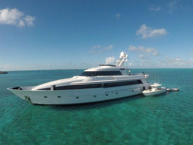 Motor yacht SEA DREAMS in the Bahamas