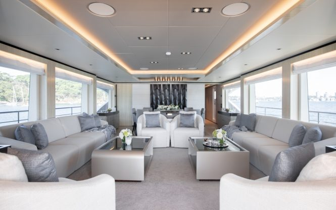 Spacious saloon with fabulous view and plenty of natural light