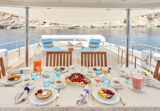 Upper deck alfresco dining