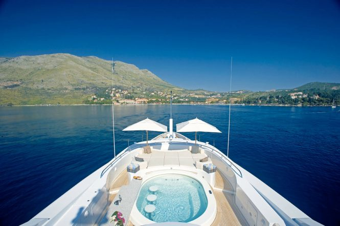 Jacuzzi and fabulous views of the Mediterranean