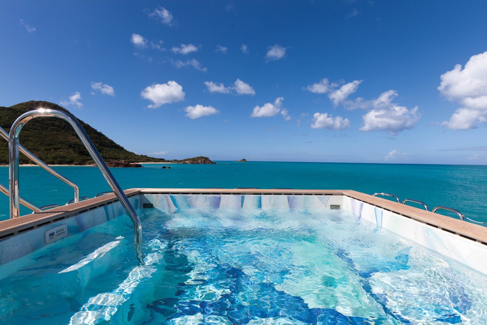 Large Jacuzzi pool to completely relax on your holiday