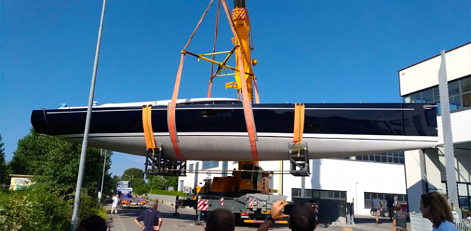 sailing yacht JIKAN to hit water