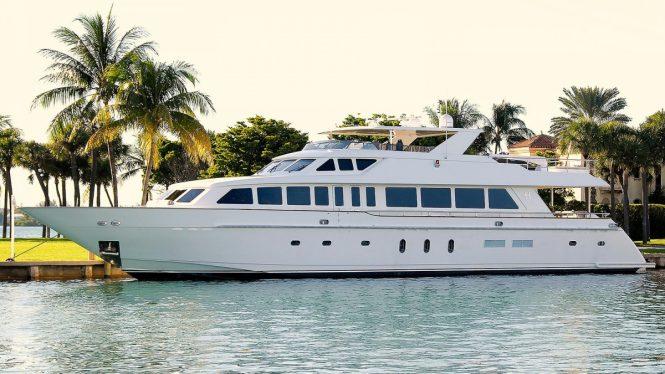BEACHFRONT motor yacht