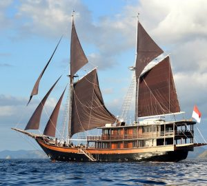 Last minute availability of traditional superyacht DUNA BARU for New Year's in Raja Ampat, Indonesia