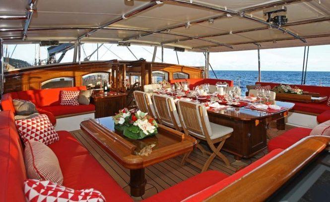 Fabulous alfresco dining possibility on board