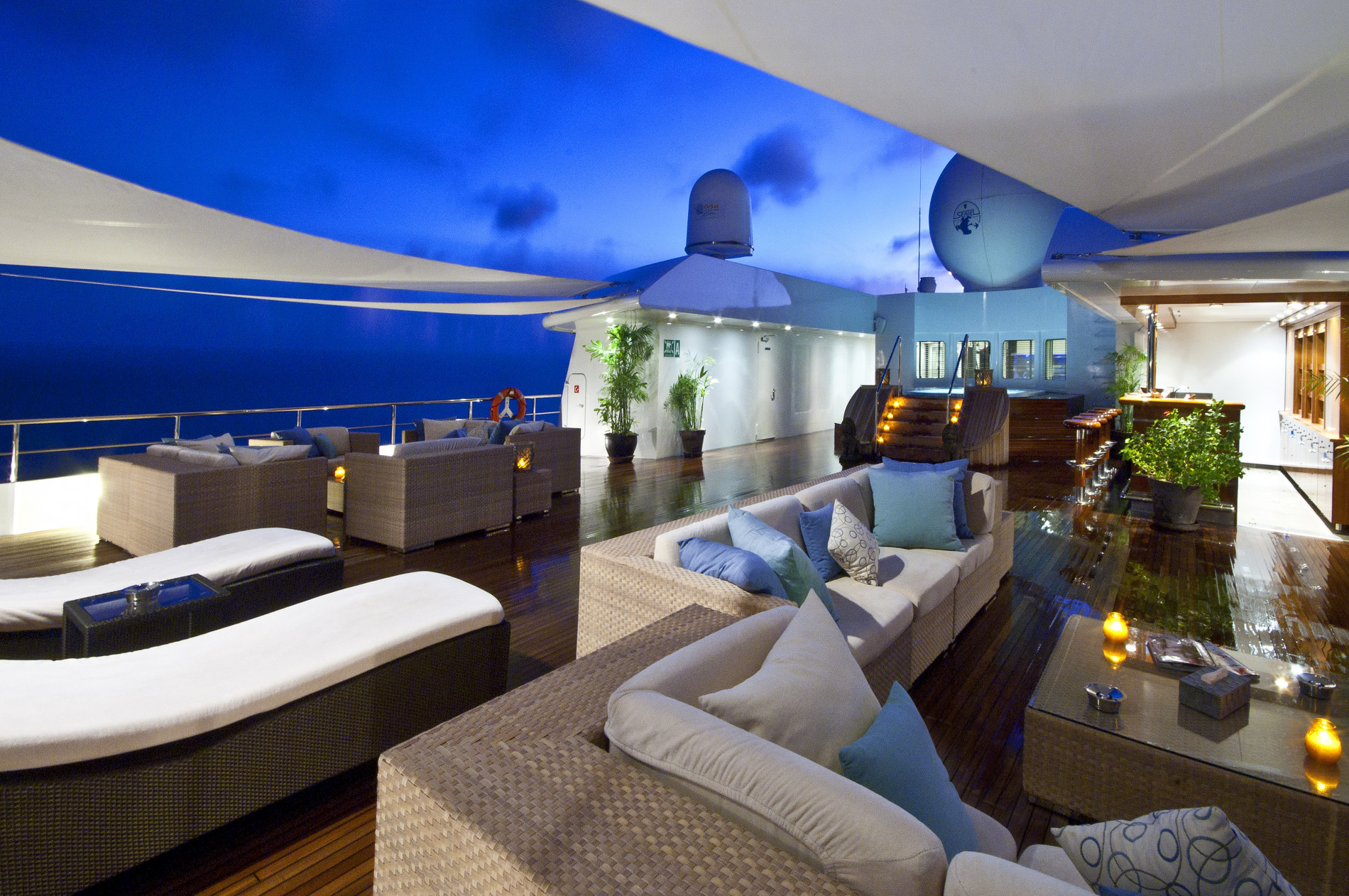 Fabulous deck areas for large groups including a Jacuzzi