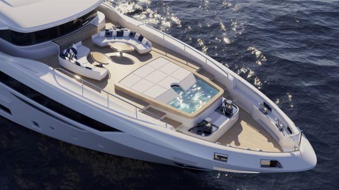 forward deck with Jacuzzi