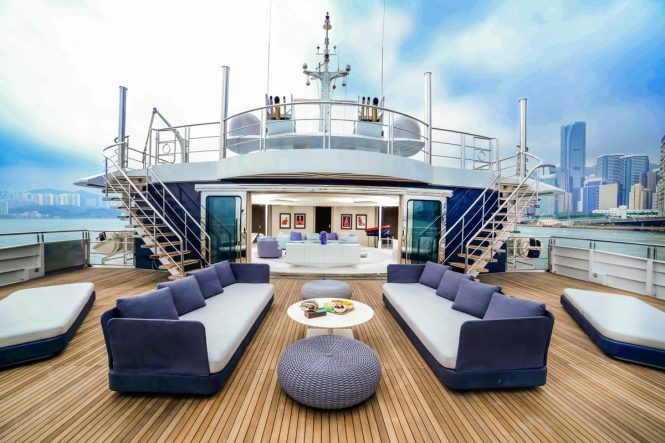 Aft deck seating and entertainment area