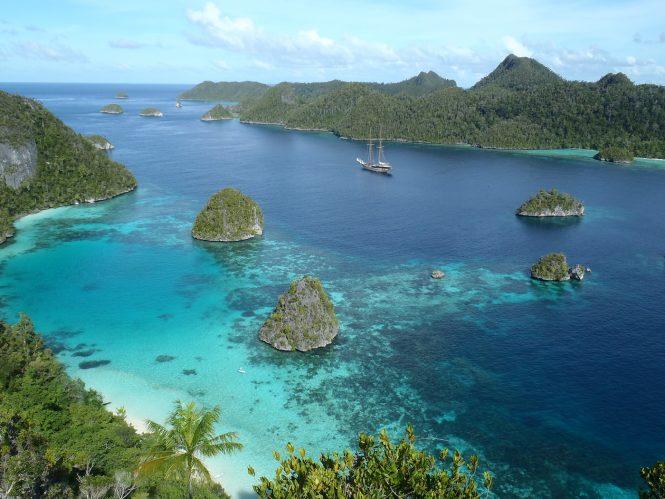 Cruising in beautiful South East Asia - Photo Nick Benazeth