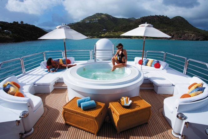 Fantastic on deck Jacuzzi hot tub