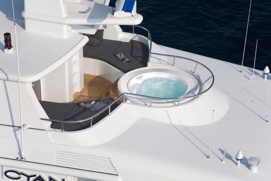 Jacuzzi at the bow
