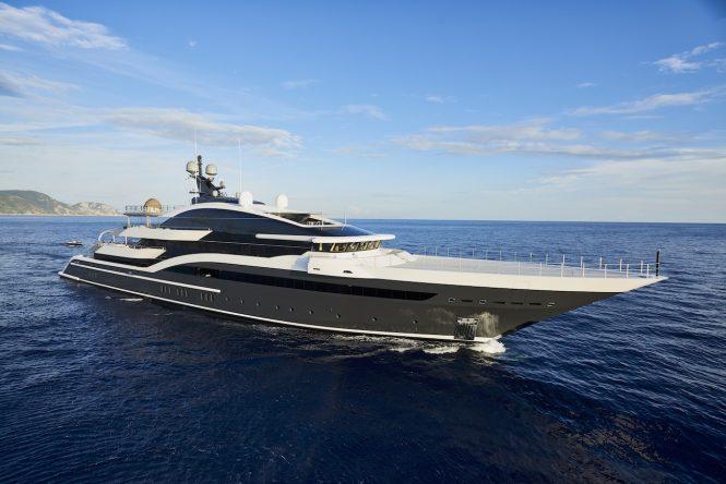 Mega yacht DAR - Photo Francisco Martinez