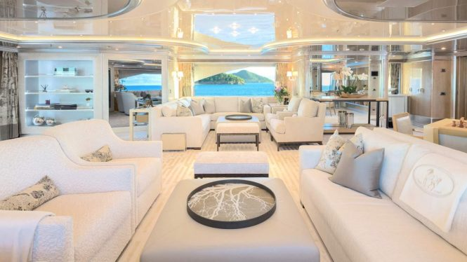 Spacious elegant saloon with plenty of room to relax