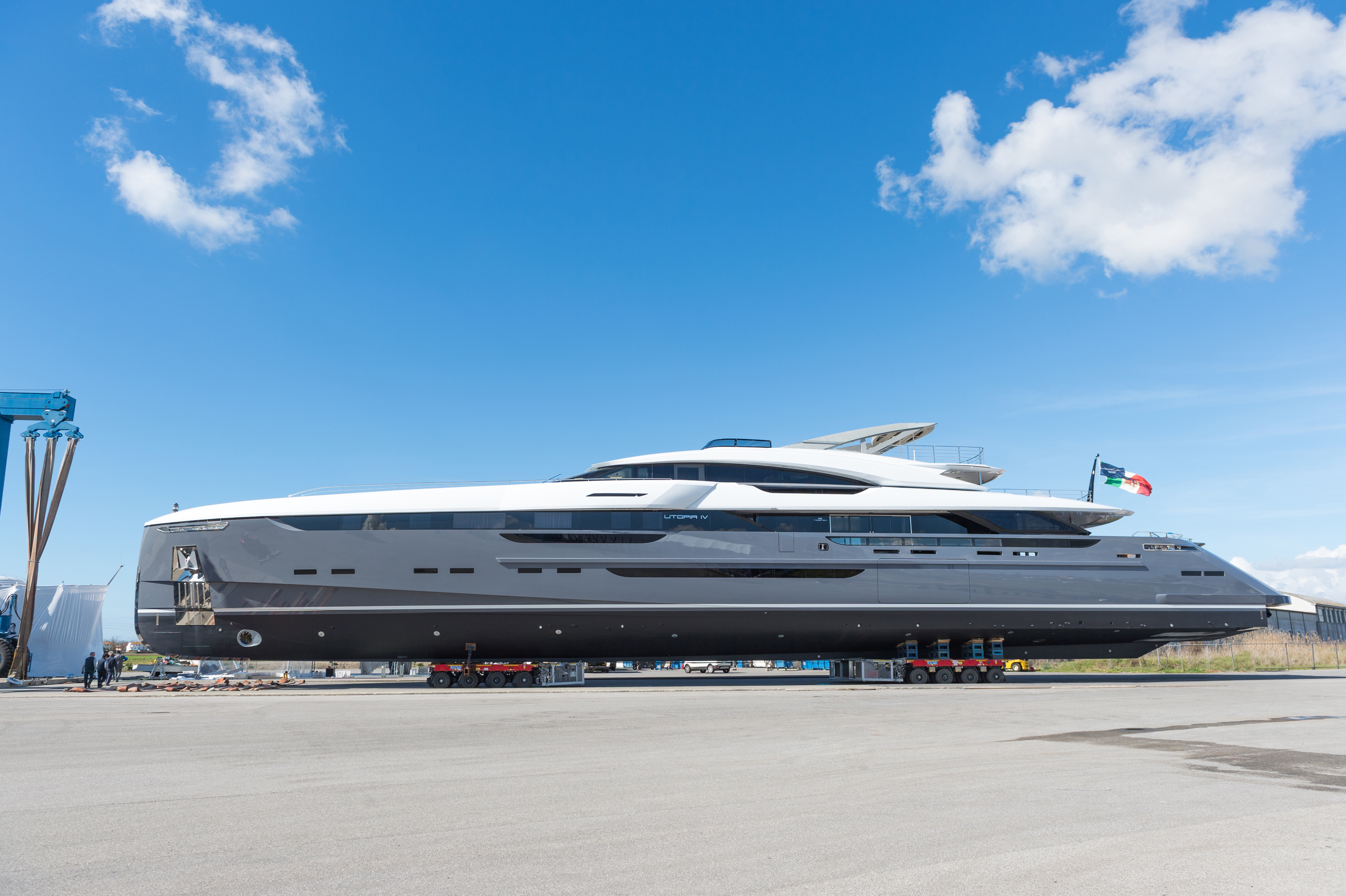 Striking lines of the brand-new UTOPIA IV