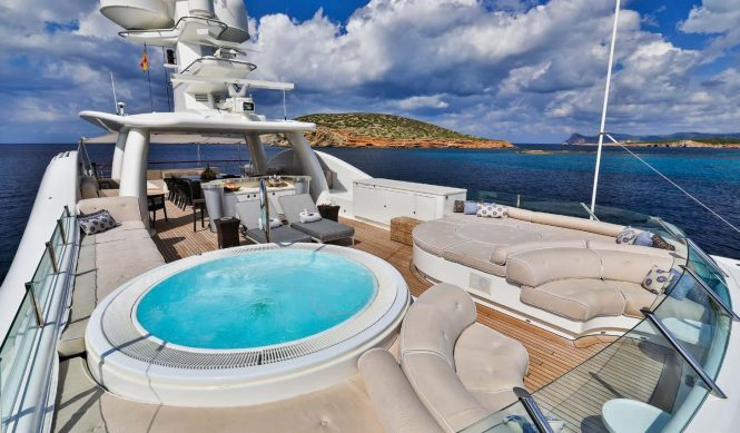 Sun deck with a Jacuzzi spa