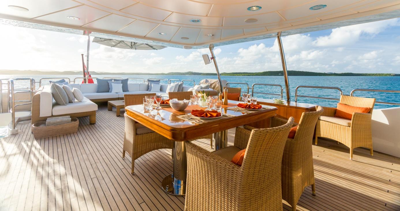 alfresco dining bridge deck
