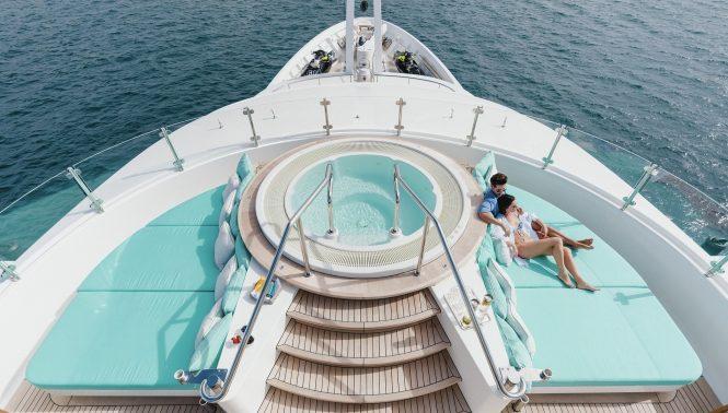 lifestyle jacuzzi sun deck