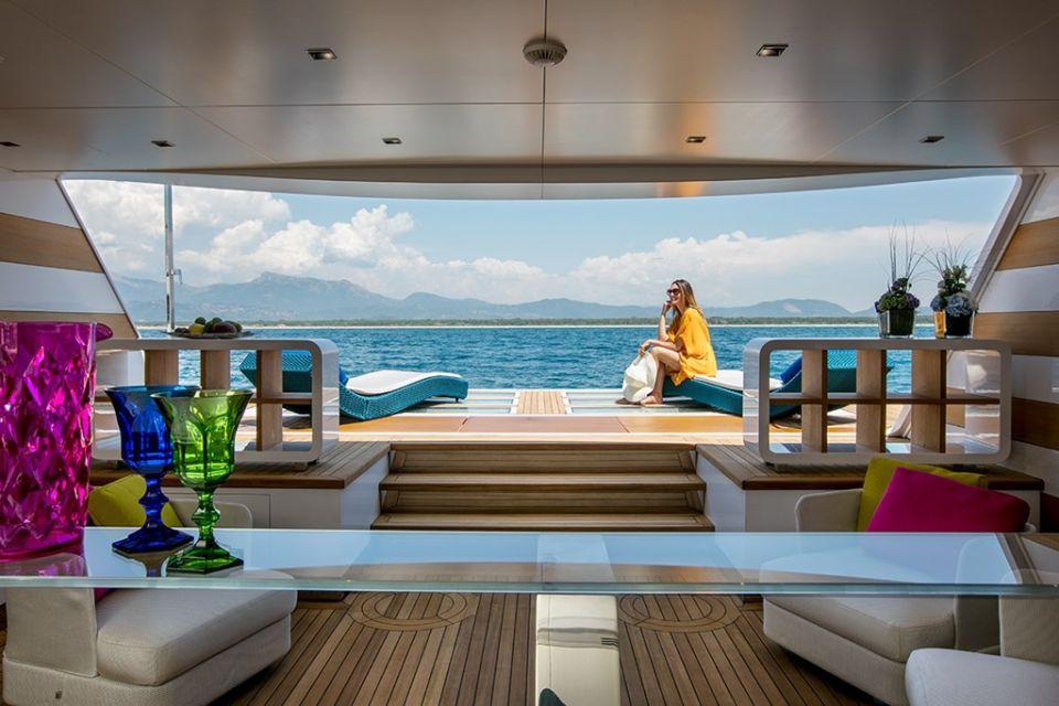 motor yacht NAMASTE - beach club lifestyle