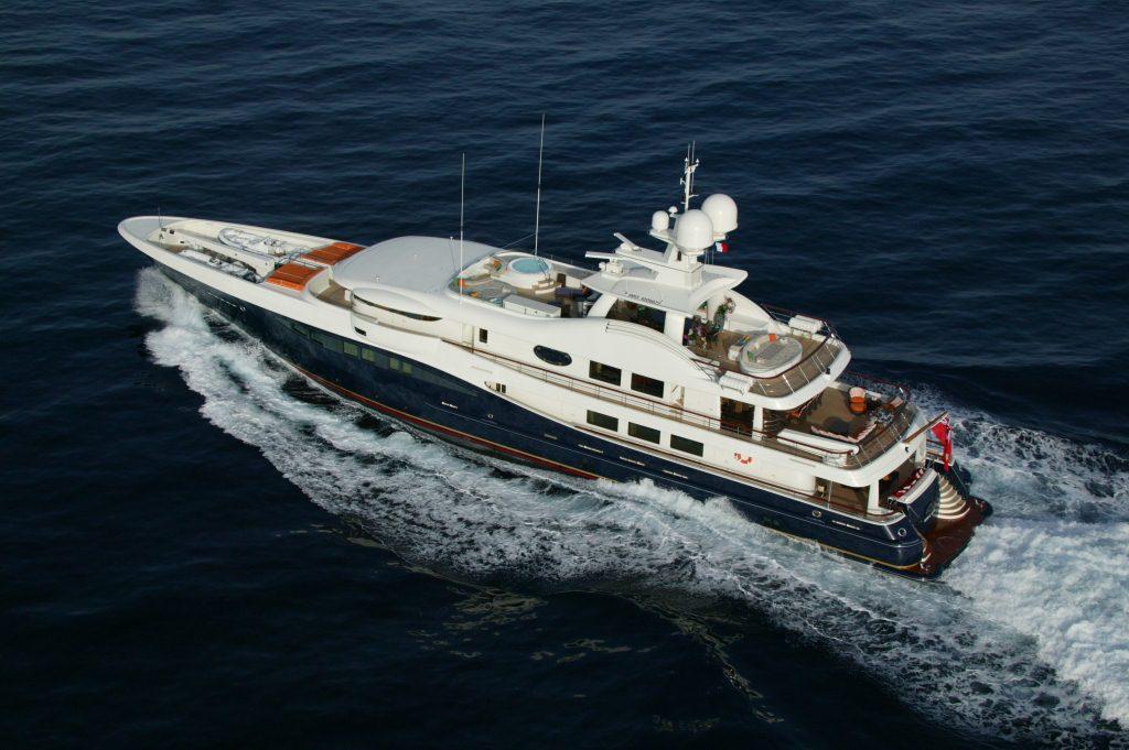 DENIKI - Motor yacht cruising