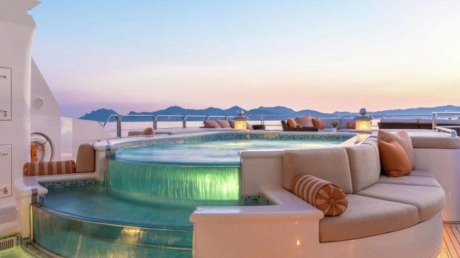 Infinity spa pool