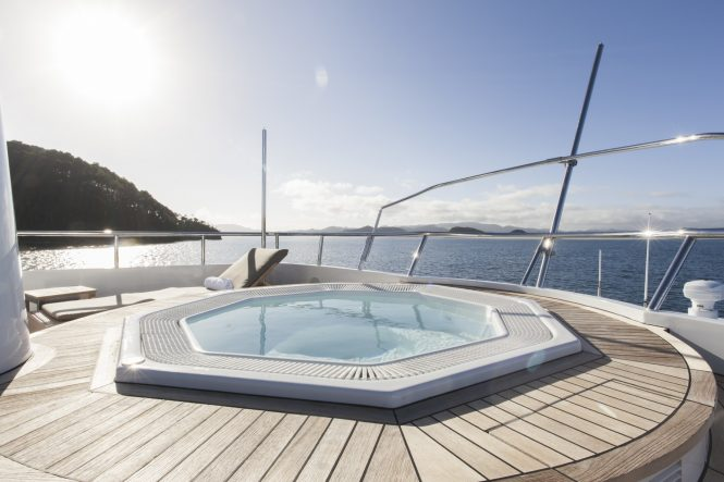 Jacuzzi with sunbathing area