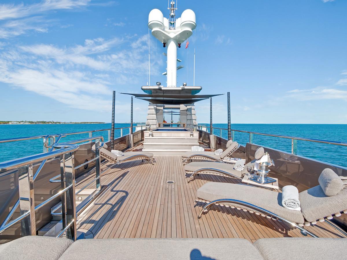 MIZU expansive sun deck