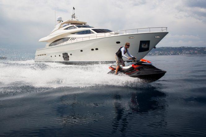 Motor Yacht SANS ABRI with Jetski