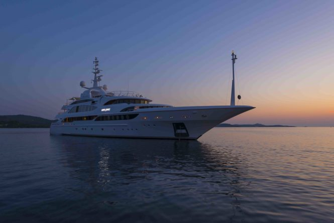 Motor Yacht LUMIERE II