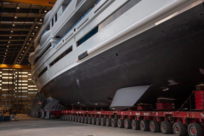 Benetti mega yacht FB277