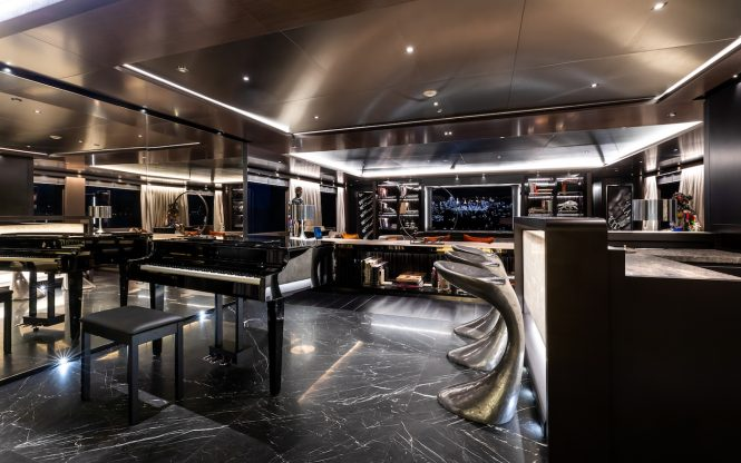skylounge with piano and bar