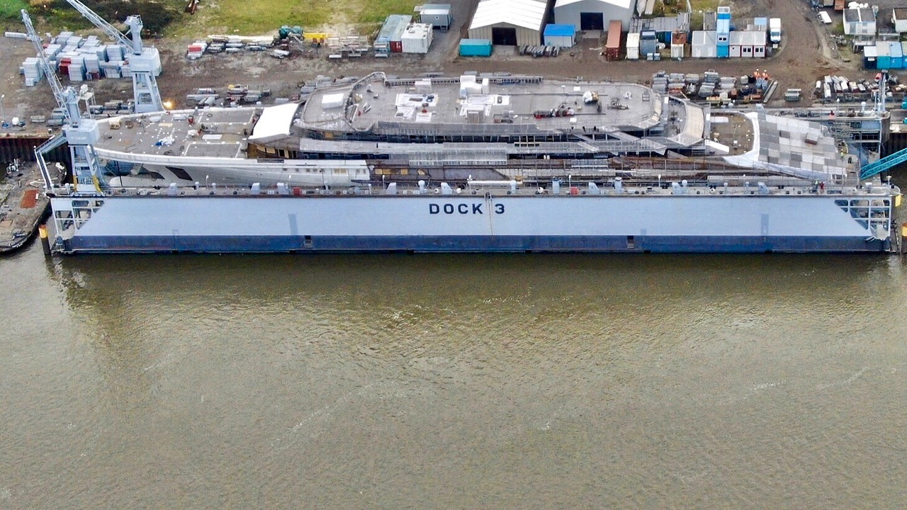 Aerial view of Project Redwood under construction at Lurssen - Photo by DrDuu