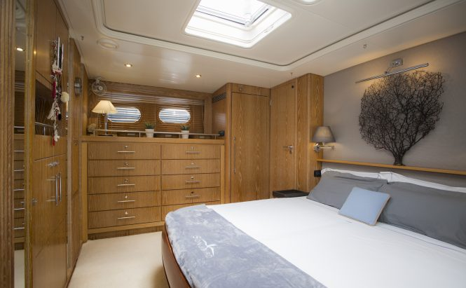 Comfortable luxury guest cabin