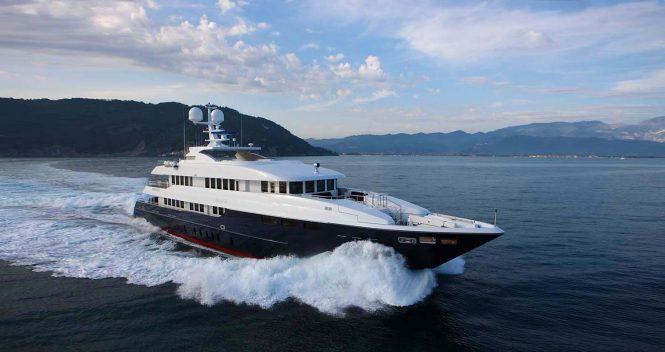 Motor Yacht ZALIV III cruising