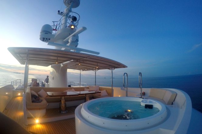 Sundeck with Jacuzzi