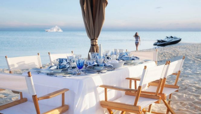 luxurious beach dining set up